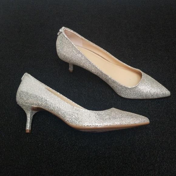 bf4ce0c6f65 NWOT MICHAEL KORS silver kitten heel MK pump heels